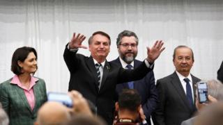 Bolsonaro fala a uma plateia de apoiadores em Miami