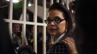 Guatemalan former vice-president Roxana Baldetti leaves the Supreme Court after the judge suspended the hearing in which he was to decide on whether a trial against her and former president Otto Perez Molina would take place, at the Supreme Court in Guatemala City on March 28, 2016