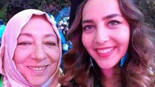 عروبة بركات مع إبنتها حلا