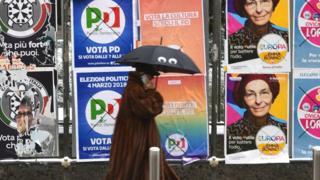 मिलान शहरातील भिंती निवडणूक प्रचाराने रंगल्या आहेत.