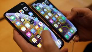 애플의 신형 아이폰 아이폰 XS와 아이폰 XS맥스