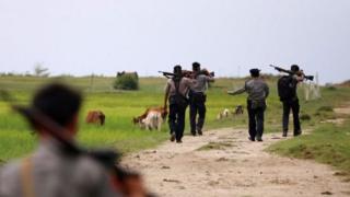 Dakarun tsaron Myanmar sun ce suna yaki da mayakan sa-kai na Rohingya