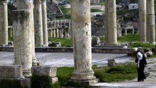 Jordania: apuñalan a tres turistas mexicanos en las ruinas de Gerasa - BBC News Mundo