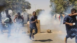 Protesters flee tear gas on Sunday, 7 April 2019