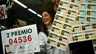 دومین جایزه بزرگ به بلیت ۰۴۵۳۶ رسید که در شهر کوچک پینوس پوئنته فروخته شده بود