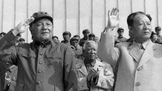 改革开放初期中国领导人邓小平(左)和胡耀邦(右)