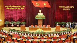 Các ủy viên Trung ương Đảng đang dự họp ở Hà Nội