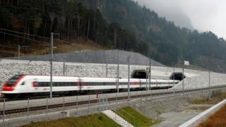 Umuhora w'inzira ya gari ya moshi wa NEAT Gotthard Base Tunnel, niwo murere kurusha iyindi kw'isi
