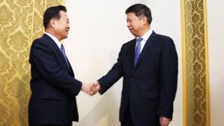 宋涛崔龙海握手