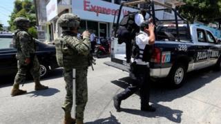 Поліцейські в Акапулько