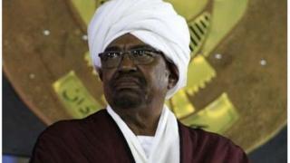 Cumar Al-Bashir waa 73 jir xukunkana wuxu ku qabsaday af-gembi 1989 kii