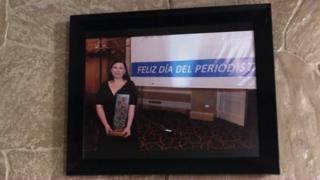 Karla Turcios cuando ganó un reconocimiento como periodista en La Prensa Gráfica