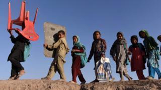 رپورٹ میں شائع کی گئی تحقیق کے مطابق ملک میں سات سے سترہ سال عمر کے 37 لاکھ یعنی تقریباً 44 فیصد بچے سکول نہیں جاتے۔