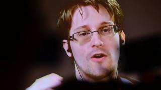 2013에 러시아로 망명한 에드워드 스노든은 정작 핸드폰이 없다