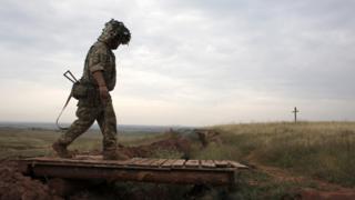 Український військовий у зоні ООС