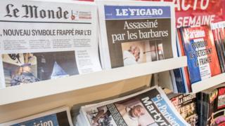 Le Monde gazetesi ve Le Figaro gazetesi raflarda
