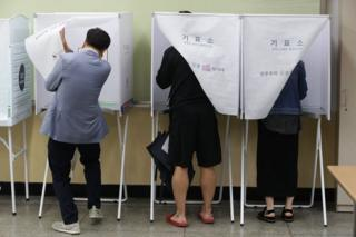 South Koreans cast their vote in a polling station on the presidential election on 9 May 2017 in Seoul, South Korea.