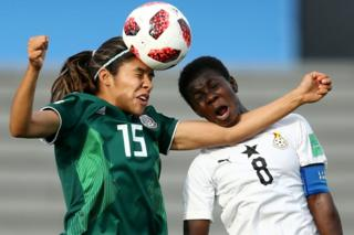 Julieta Peralta of Mexico wins a ball out of the air over Mukarama Abdulai of Ghana during the Fifa U-17 Women's World Cup Uruguay 2018 quarter final match between Ghana and Mexico at Estadio Charrua in Montevideo, Uruguay - 25 November 2018
