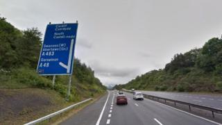 M4 Junction 47 sign