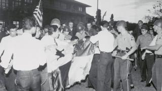 En enero de 1964 hubo enfrentamientos entre estudiantes y la policía.