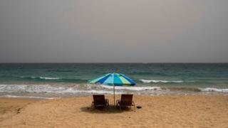 Una vasta nuvola di polvere del Sahara copre la città di San Juan, Porto Rico, il 22 giugno 202