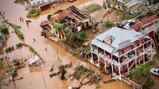 Rua inundada de Buzi, no centro de Moçambique