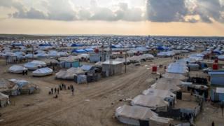 Suriye'nin kuzeydoğusundaki El Hol kampında IŞİD'lilerin eşleri ve çocukları kalıyor