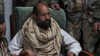 Saif al-Islam Gaddafi (yafotowe mu 2011) yaciriwe igihano c'urupfu na sentare ya Tripoli mu 2015