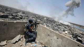 Irak ordusundan bir nişancı