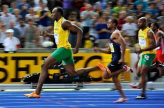 Usain Bolt rompiendo el récord mundial de los 100 metros en el Campeonato Mundial de Atletismo en Berlín, Alemania, en 2009.