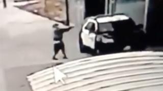 Video del ataquue contra policías en Los Ángeles.