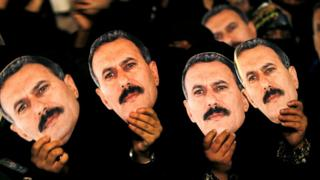 Female supporters of Ali Abdullah Saleh hold up posters during a rally marking his 70th birthday anniversary in Sanaa (23 March 2012)