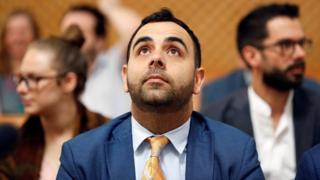 עומר שקיר משתתף בדיון בבית המשפט העליון בישראל ב- 24 בספטמבר 2019
