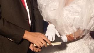 소피아(오른쪽)는 목사의 소개로 한 중국 남성과 결혼했다