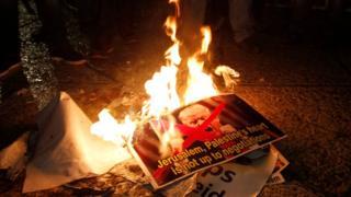 متظاهرون فلسطينيون غاضبون