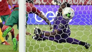جماهير غاضبة في توغو تعتدي على منزل حارس مرمى المنتخب الوطني بسبب الخسارة من المغرب