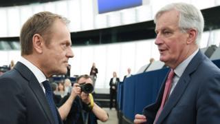 EU chief Brexit negotiator Michel Barnier (R) speaks with European Council President Donald Tusk, 27 Mar 19