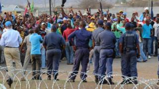 Umuyobozi wa polisi yakuwe ku kazi nyuma y'ubu bwicanyi bw'i Marikana