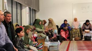 Umat Islam Indonesia dalam sebuah acara di Masjid Al Hikmah milik komunitas Indonesia di Den Haag.
