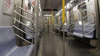 ラッシュ時のマンハッタンの地下鉄