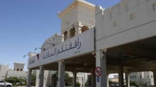 Сауд Арабиясы Катардын кургактагы жалгыз жолу болгон чек араны жапкан.
