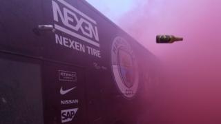 Le bus de Manchester City attaqué