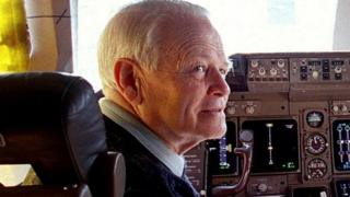 Dr David Warren in the cockpit of a Boeing 747, on 26 August 1998