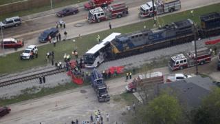 Столкновение поезда с автобусом в Миссисипи