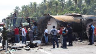 Cuerpos de emergencia atienden el accidente