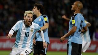 Messi festeja su gol contra Uruguay.