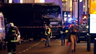L'attaque a fait au moins douze morts et 50 blessés selon un bilan provisoire.