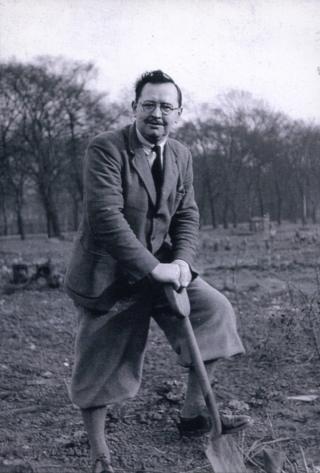 Alexander Hay, digging