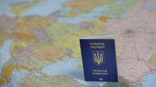 Паспорт України на тлі карти Європи