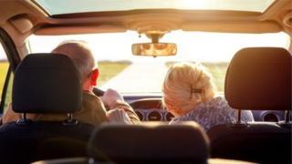 Літні водій і пасажир